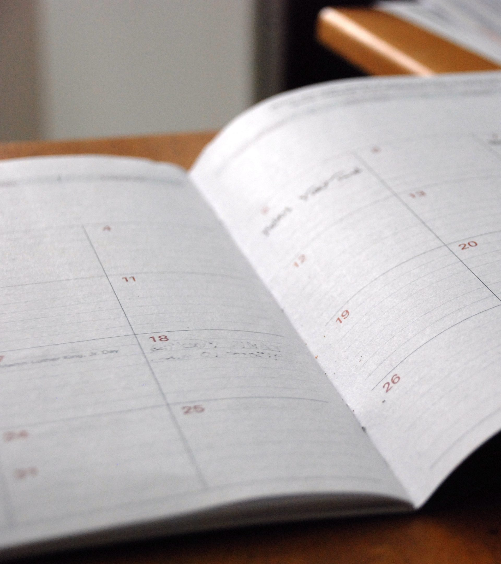 Kalender som ligger uppslagen.